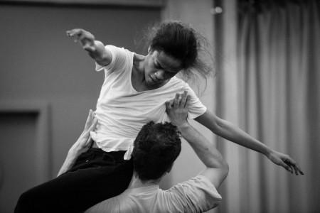 Roméo et Juliette_Probenfoto_Zaratiana Randrianantenaina, Ygal Jérome Tsur © Sebastian Bolesch