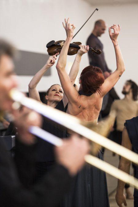 """""""Figure humaine"""" Sasha Waltz Elbphilharmonie Hamburg© Bernd Uhlig"""