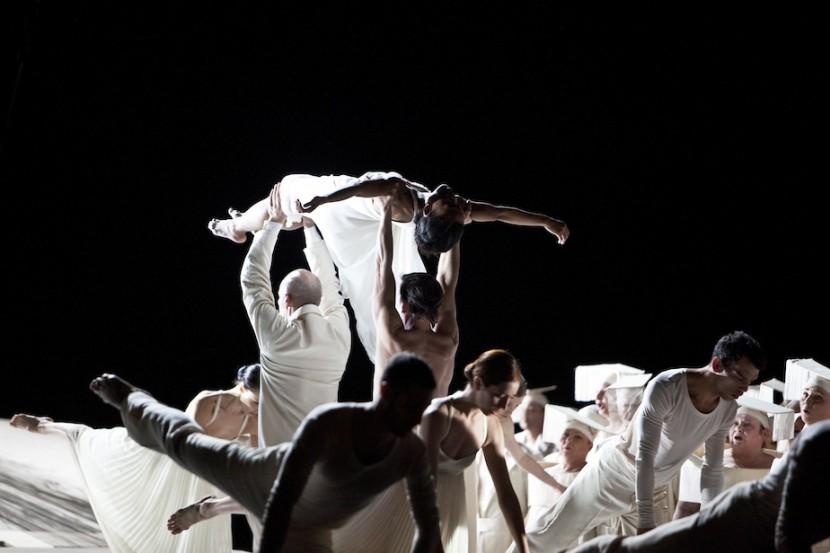 Roméo et Juliette_Zaratiana Randrianantenaina, Ensemble © Bernd Uhlig