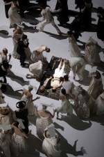 Roméo et Juliette_Yoel Suárez Gomez, Yael Schnell (Mitte), Ensemble SWG und Chor der Deutschen Oper © Bernd Uhlig